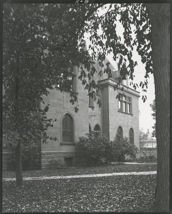 chemistry-building-1897-to-1921