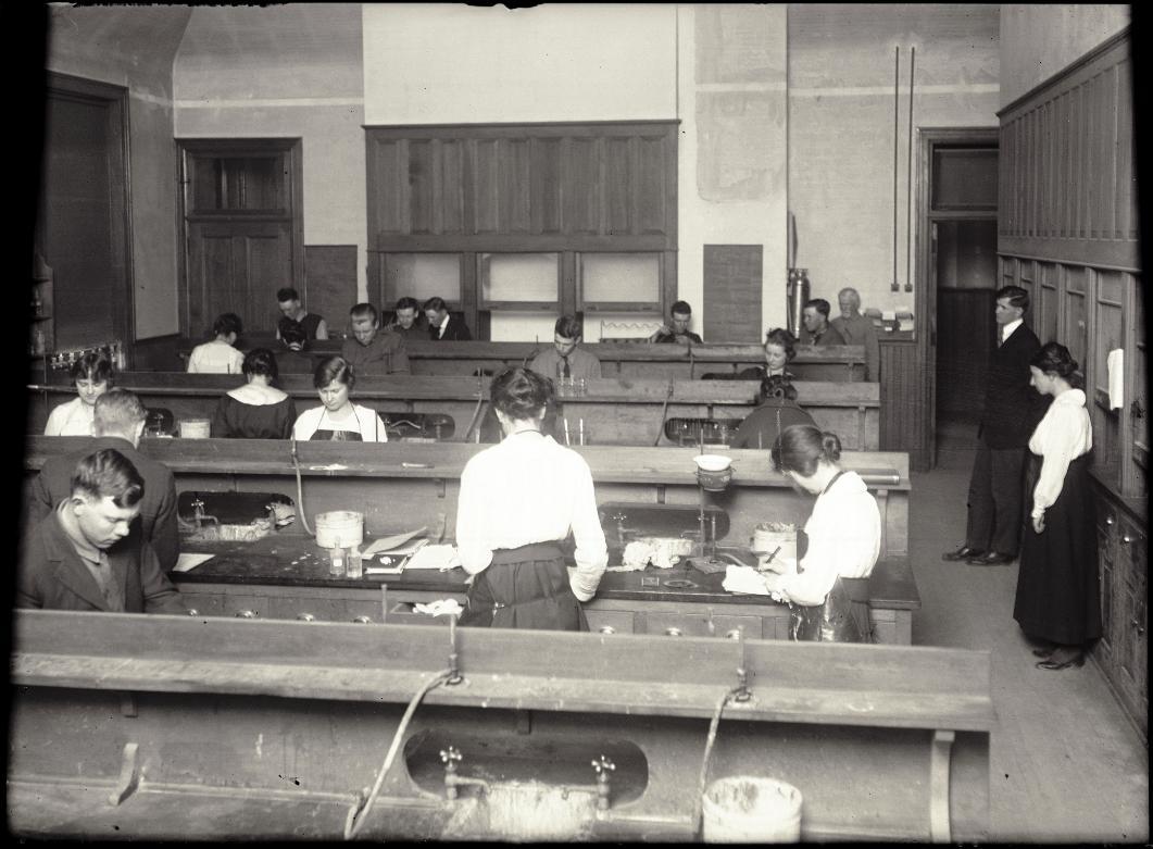 chemistry-lab-class-1919