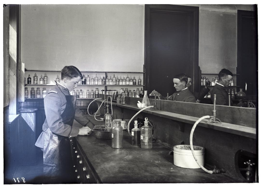 chemistry-lab-csa-catalog-1916