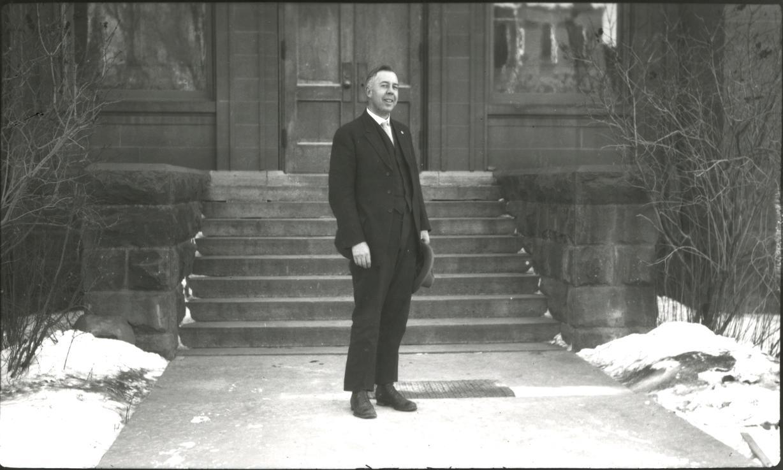 earl-douglass-1919-3