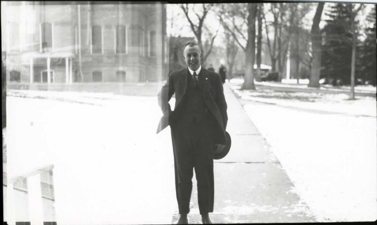 earl-douglass-1919-4