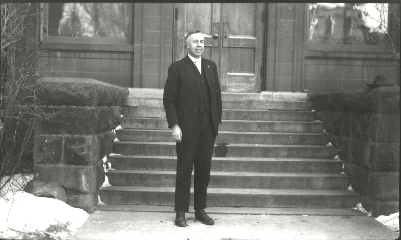 earl-douglass-1919