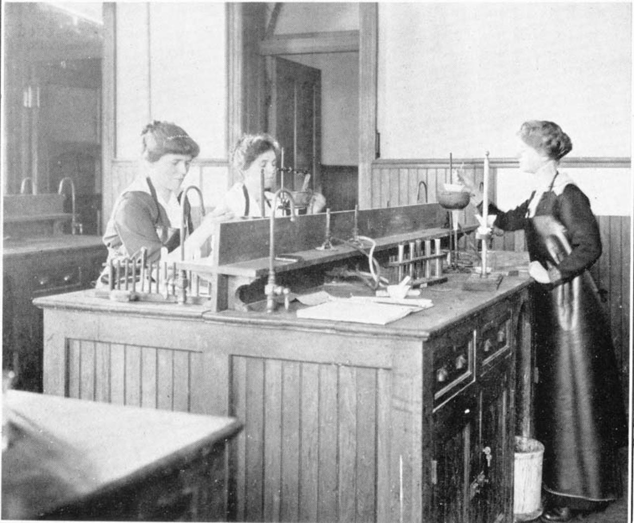 Student in lab 1914
